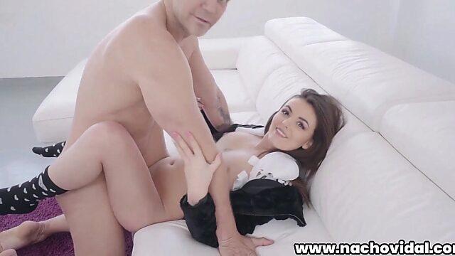 Lara duro anal