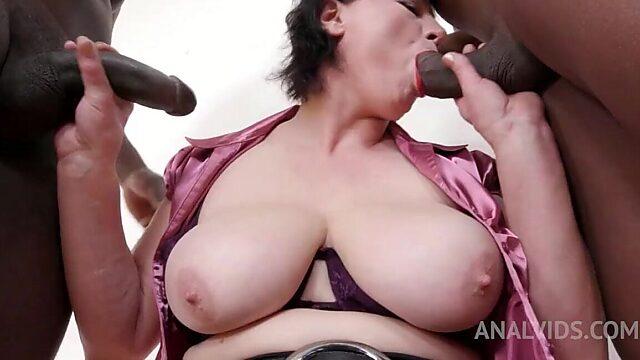 Curvy mature anal