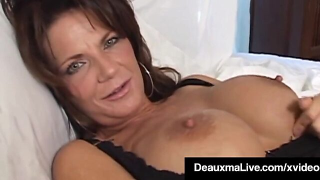 Cougar pussy solo