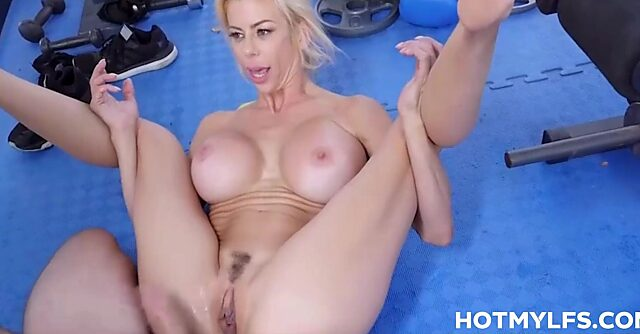 Alexis Fawx Squirts