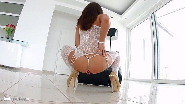 Nikki waine anal