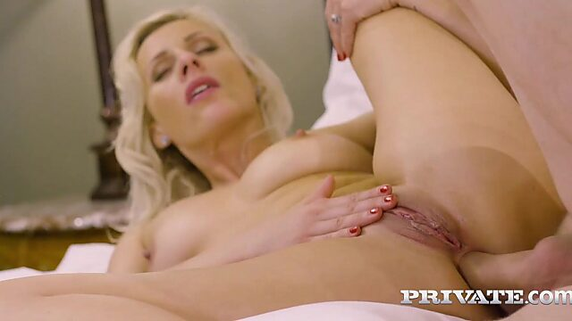 Milf anal fuck in bed