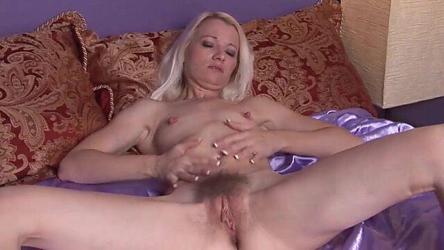 Small tit mature