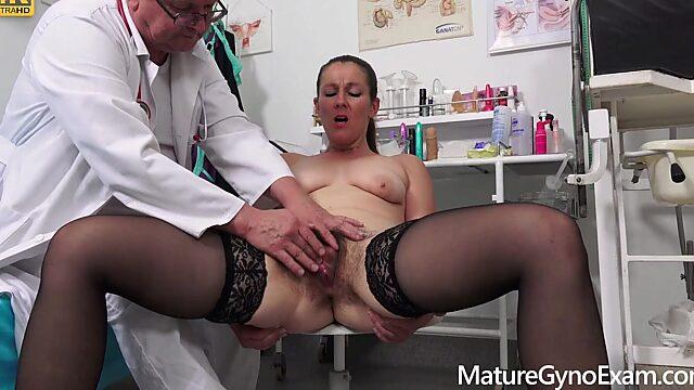 Pussy exam