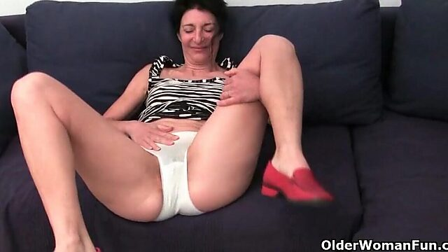 Hairy pussy fingering