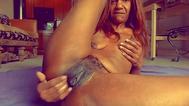 Mature squirt solo