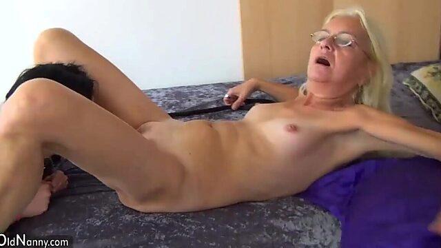granny lesbian strapon