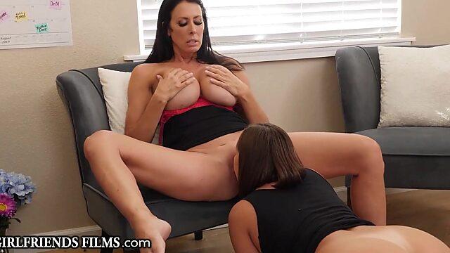 Lesbian kissing in nylons