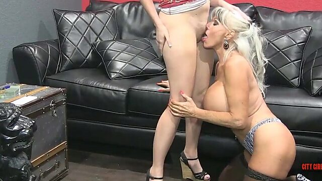 lick mom pussy