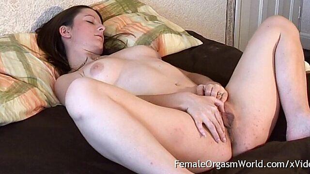Big labia masturbation