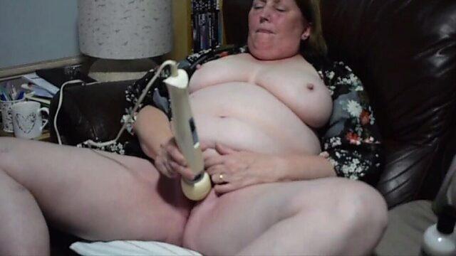Chubby Mature masturbation